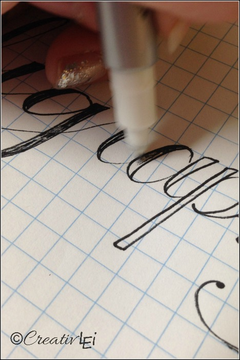 Filling in the weighted script for a faux calligraphy look. CreativLEI.com